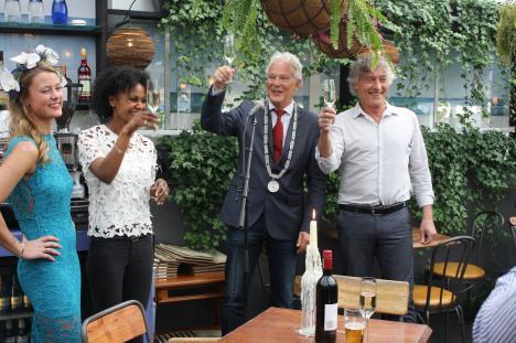 Nieuwsvanhier burgemeester verricht offici le opening for Goedhart deuren